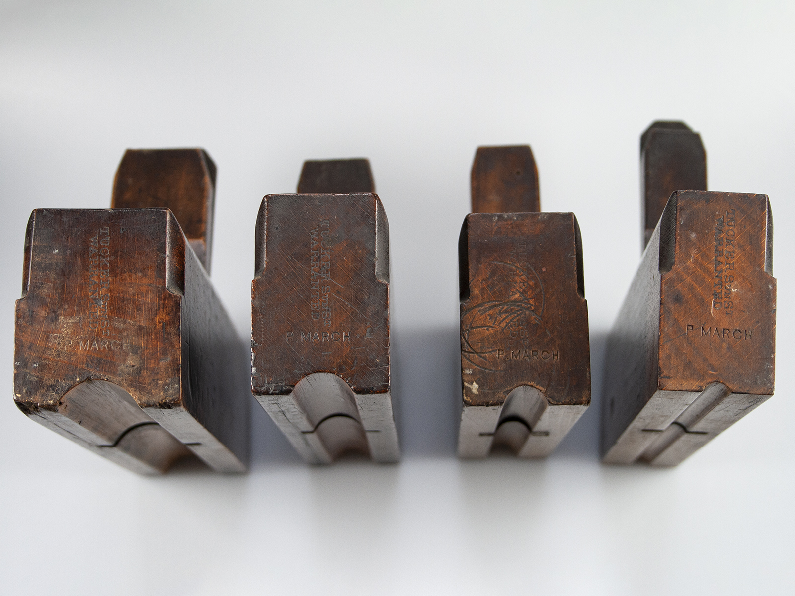 Set of billiard cue planes
